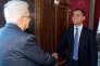 Le président de la République, Sergio Mattarella (à gauche), a reçu tous les partis politiques, dont le Mouvement 5 étoiles de Luigi Di Maio, à Rome, le 5 avril 2018.