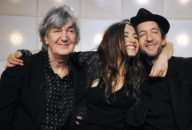 Jacques Higelin avec ses enfants également musiciens, Izia et Arthur H, en mars 2010.