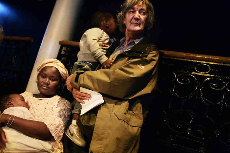 Le chanteur, le 28 septembre 2006 au Bataclan à Paris, où une soirée de parrainage de familles délogées a été organisée par les associations RESF (Réseau éducation sans frontières) et DAL (Droit au logement).