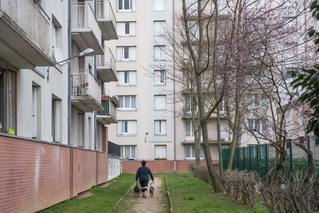 Trois des Barres de la cité de la Plaine-Bicêtre à L'Haÿ-les-Roses (Val-de-Marne) qui seront démolies pour laisser place à la station de métro du Grand Paris.