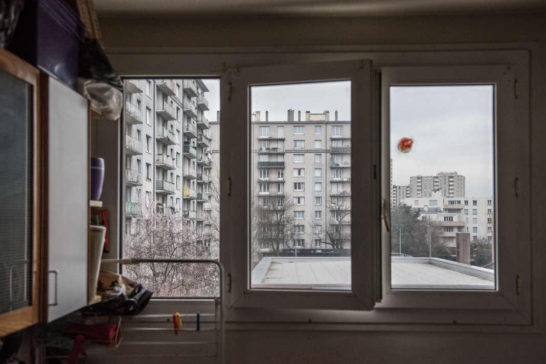 Dans un des appartements des Trois des Barres de la cité de la Plaine-Bicêtre à L'Haÿ-les-Roses (Val-de-Marne)qui seront démolies pour laisser place à la station de métro du Grand Paris.