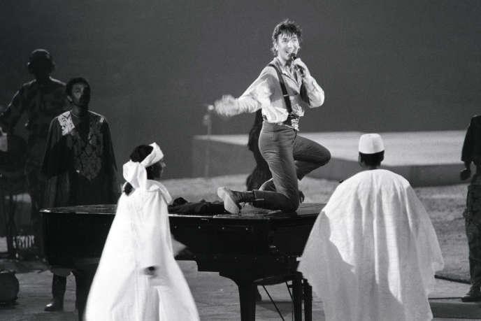 Le chanteur Jacques Higelin, au Palais Omnisport de Paris Bercy, le 13 septembre 1985.