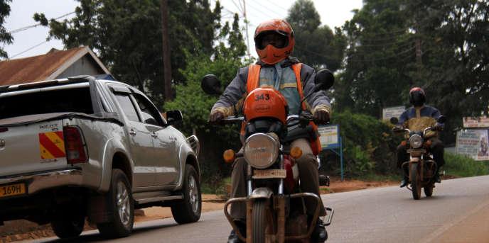 Un moto-taxi de l'entreprise SafeBoda, à Kampala.