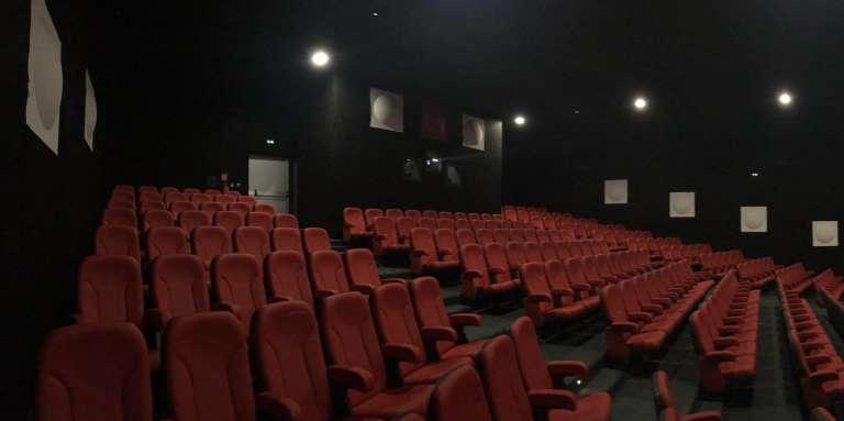 Le cinéma CanalOlympia Wologuédé, à Cotonou, a une capacité d'accueil de 300places.