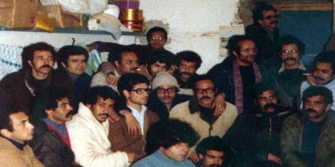 Un groupe de détenus d'extrême gauche à la prison de Borj Erroumi, près de Bizerte, en Tunisie, en 1978.