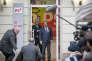 François Hollande, Rachid Temal et Bernard Cazeneuve participent au vote pour le premier tour du congrès du Parti socialiste au siège du PS rue de Solférino à Paris, jeudi 15 mars 2018.