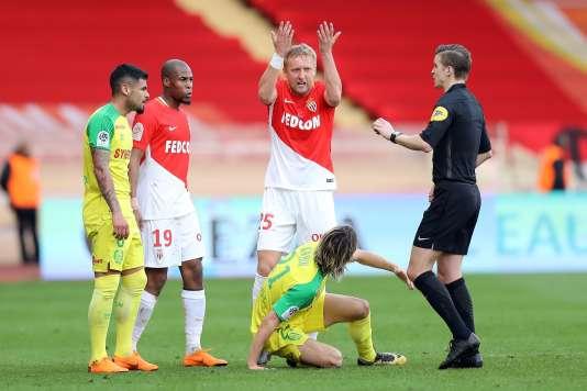 Le match a failli basculer à la 58e minute, lorque le Monégasque Kamil Glick fait une sorte de prise de kung fu sur le Nantais René Khrin, le 7 avril au stade Louis-II.