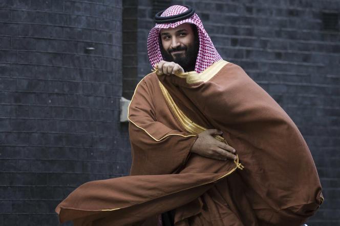 Mohammed Ben Salman devant le 10 Downing Street, à Londres, le 7 mars.