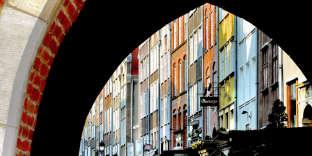 Les escaliers et perrons de la rue Mariacka, à Gdansk, en Pologne.