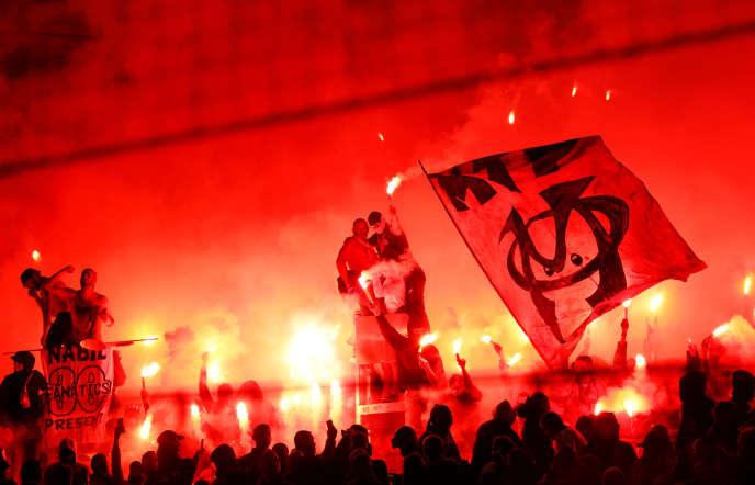 Des supporteurs marseillais dimanche8avril lors du match contre Montpellier.