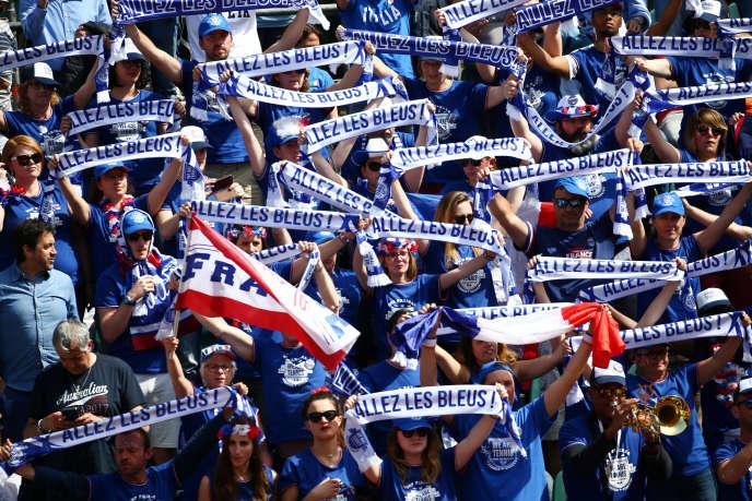 Des supporters français, lors du quart de finale de Coupe Davis opposant l'Italie à la France, à Gênes, le 8 avril.