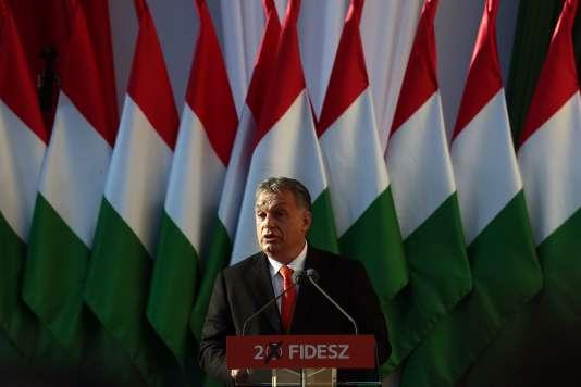 Viktor Orban, le premier ministre hongrois, lors de son dernier meeting de campagne à Szekesfehervar, le 6 avril.