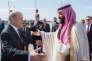 Mohammed Ben Salman, le 8 avril au Bourget (Seine-Saint-Denis), accueilli par le ministre français des affaires étrangères, Jean-Yves Le Drian.