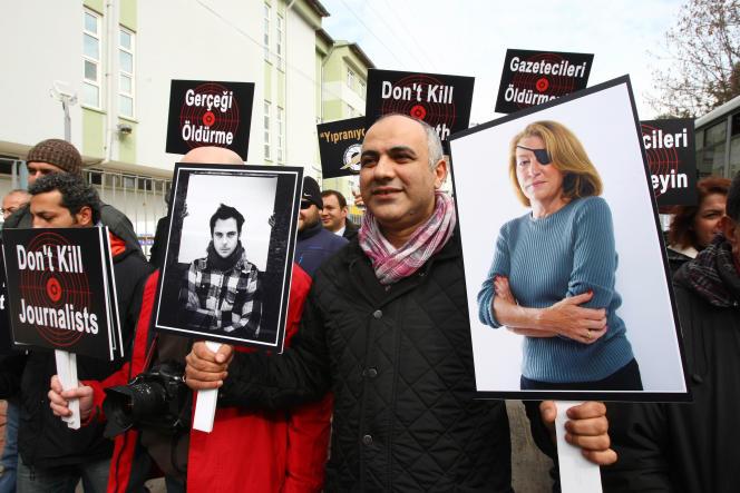 Manifestation à Ankara après la mort des journalistes Marie Colvin et Rémi Ochlik, le 24février 2012.