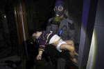 De nouveaux témoignages ont fait état, samedi 7 avril, d'un bombardement à l'arme chimique en Syrie. Des images rapportées par des ONG montrent un afflux de personnes vers les hôpitaux.
