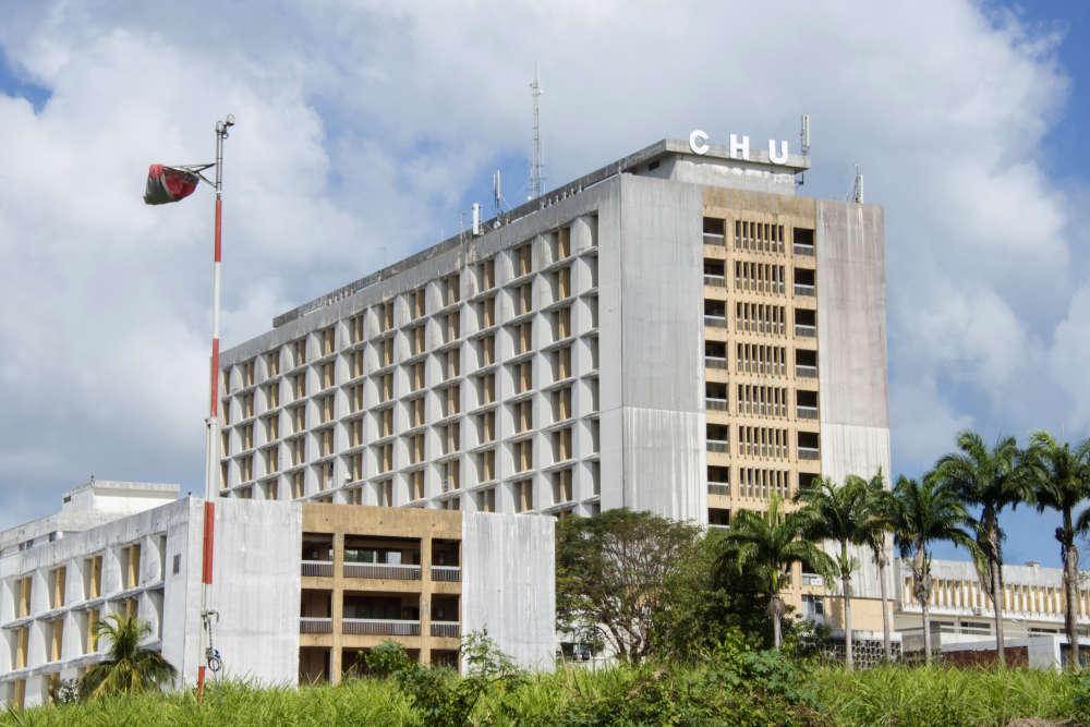 Le CHU de Pointe-à-Pitre, en Guadeloupe, après l'incendie du 28 novembre 2017.