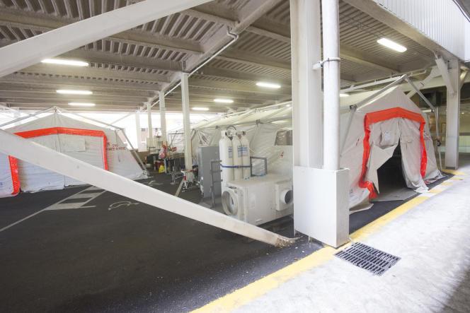 La tente de l'U.H.C.D (Unité d'Hospitalisation de Courte Durée) pour les malades en attente d'une chambre après passage aux urgences.