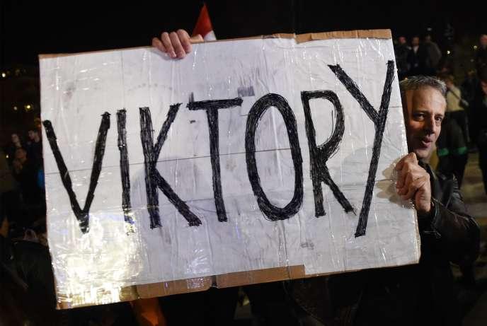 Un partisan de Viktor Orban à Budapest, le 8 avril.