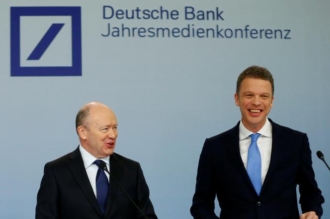 John Cryan et Christian Sewing, le nouveau PDG de Deutsche Bank, à Francfort, le 2 février.