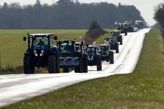 Manifestation d'agriculteurs, le 12 février, vers Levet dans le Cher.