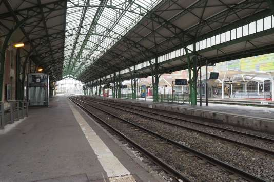 Les quais désertés de la gare de Perpignan, le 8 avril.