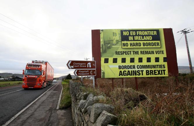 A la frontière entre les villes de Newry etDundalk, en décembre 2017.