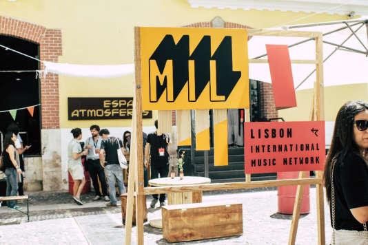 Dans les rues du quartierde Cais do Sobré à Lisbonne où se déroule leMIL – ou Lisbon International Music Network.