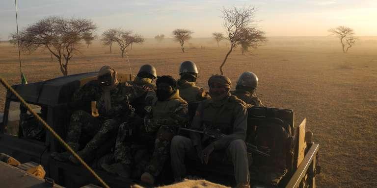 Une patrouille de l'armée malienne dans le centre du pays, en novembre 2017.