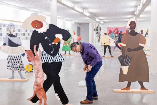 Lubaina Himid début avril, lors de l'installation à Sérignan de «Naming the Money»(2004).