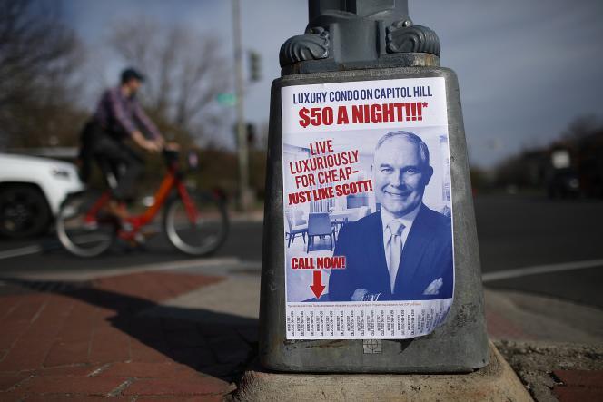 A Washington, le 6 avril, une affiche fait référence à l'affaire de location de l'appartement dans laquelle est impliqué Scott Pruitt, le directeur de l'Agence américaine pour l'environnement.