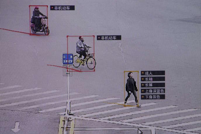 Capture d'écran d'une caméra de surveillance qui fournit des détails sur les personnes filmées. A Pékin, en octobre 2017.