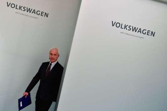 Selon les quotidiens Frankfurter Allgemeine Zeitung (FAZ) et Handelsblatt, qui citent des sources proches de Volkswagen, Matthias Müller, va quitter son poste de PDG.