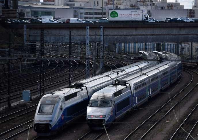 Deux TGV sur les rails parisiens, le 10avril 2018.