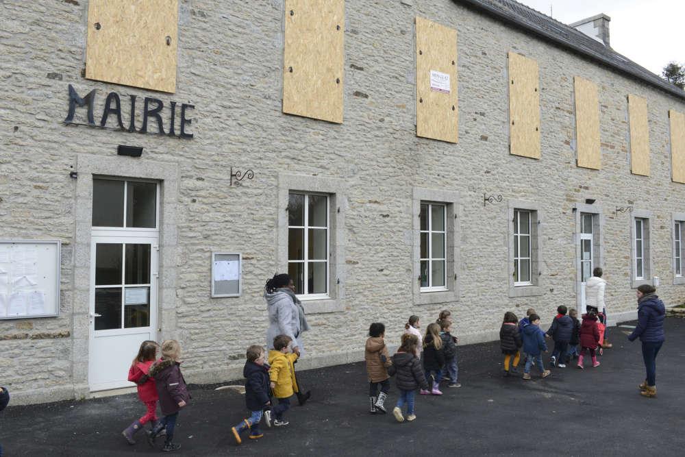 « Nous avions appris en mars que l'école était menacée par la fermeture d'une classe. Après quatre mois de lutte, les parents s'essoufflaient, nous n'étions pas écoutés par l'éducation nationale», explique le maire de Berrien, Paul Quéméner.