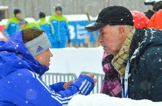 Viktor Maygurov, vice-président de la Fédération russe de biathlon(à gauche), s'entretientavec Anders Besseberg,à la tête dela Fédération internationale, en janvier2016, à Ruhpolding (Allemagne).