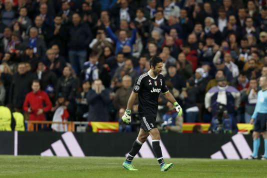 La solitude de Gianluigi Buffon, après son premier carton rouge en Ligue des champions, mercredi 11 avril.