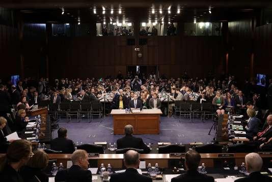 Mark Zuckerberg, le patron de Facebook, face aux sénateurs américains, le10avril2018.