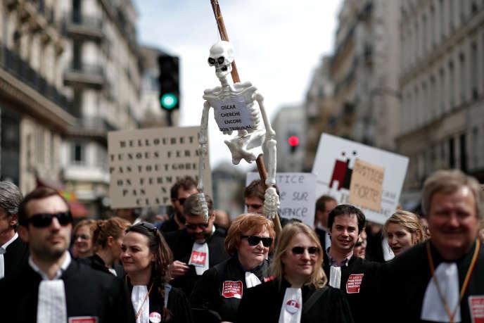 Magistrats, greffiers et surtout avocats étaient à nouveau mobilisés dans les juridictions mercredi11avril, avec des rassemblements et des renvois d'audiences, contre le projet de réforme de la justice, qui doit être présenté le 18 avril en conseil des ministres.