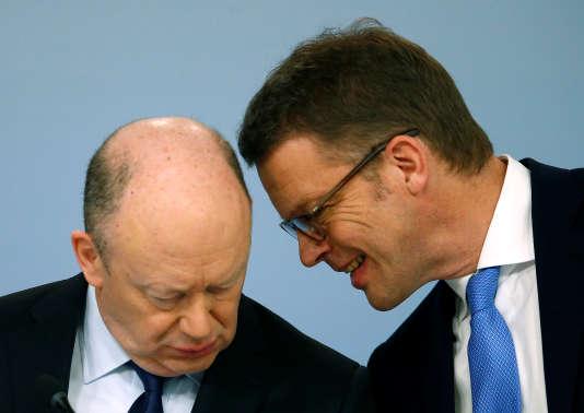 John Cryan et le nouveau PDG de la Deutsche Bank, Christian Sewing, à Francfort, le 2 février.