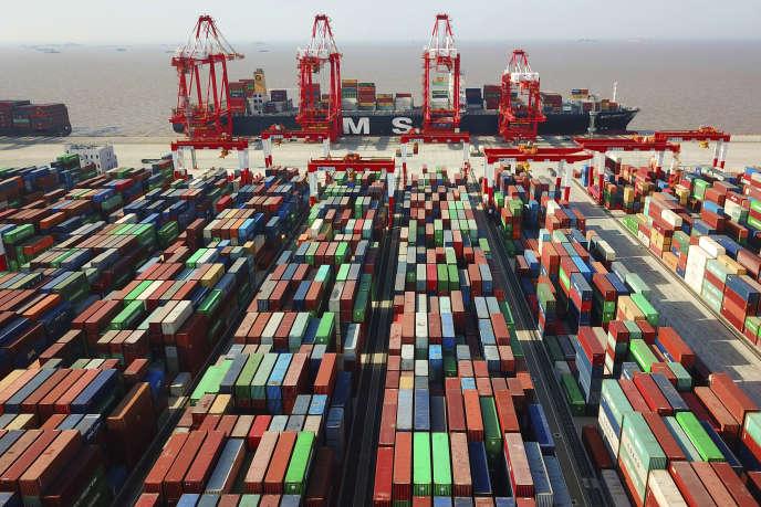 Sur le port de Yangshanà Shanghaï (Chine), le 11 avril.