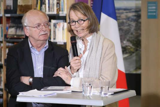 Erik Orsenna et Françoise Nyssen lors de la remise du rapport sur les bibliothèques aux Mureaux, le 20 février 2018.