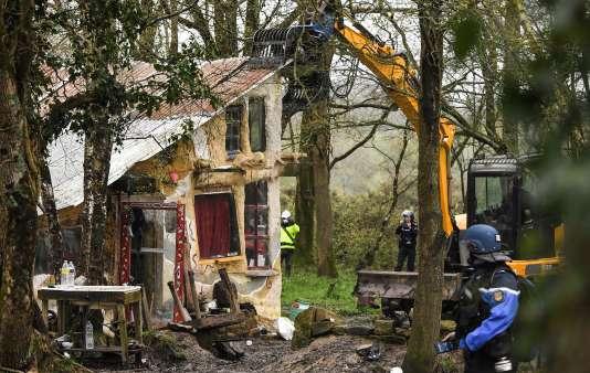 Une habitation détruite par les forces de l'ordre, àNotre-Dame-des-Landes (Loire-Atlantique), le 10 avril.