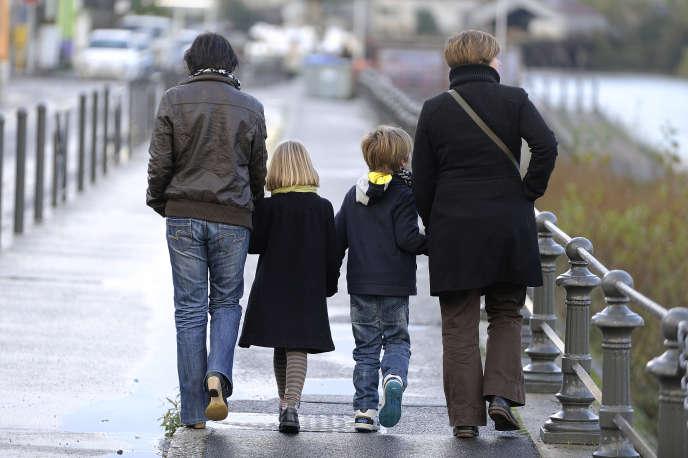 Un couple homoparental et leurs enfants, à Nantes, en 2012.