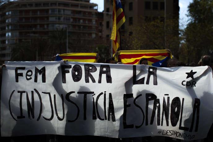 Manifestation d'indépendantistes catalans à Barcelone, le 9 avril.