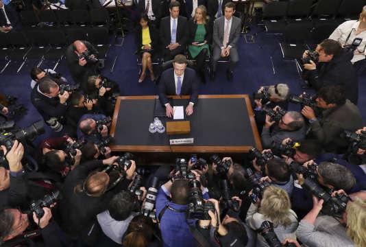 Mark Zuckerberg, juste avant le début de son audition au Sénat.