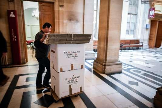Les opérations de déménagementont commencé. Près de 100000cartons de documents doivent être transférés de l'île de la Cité aux Batignolles.