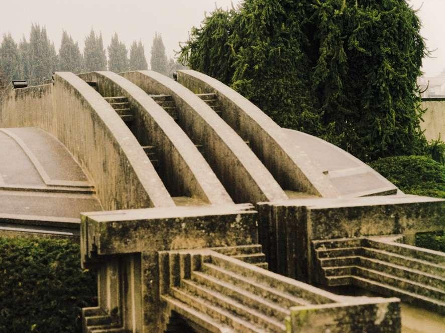 Détail du toit d'un des bâtiments du monument funéraire Tomba Brio, à San Vito, près de Trévise.