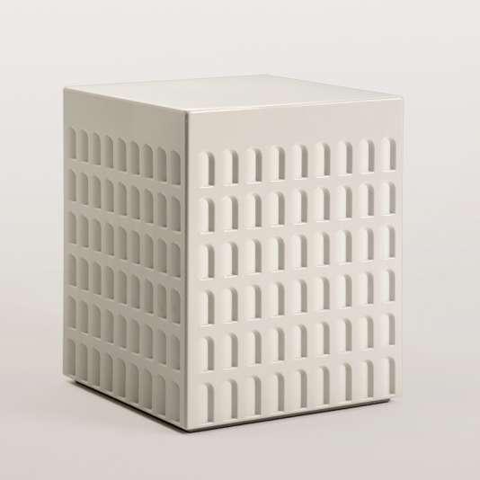 Kartell imagine un tabouret inspiré d'un palais mussolinien, lui-même conçu comme un hommage à l'architecture de l'Empire romain (coll. EUR).