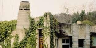 A Bardolino, près deVérone, sur le lac de Garde, la Villa Ottolenghi construite par Carlo Scarpa (1974-1978).