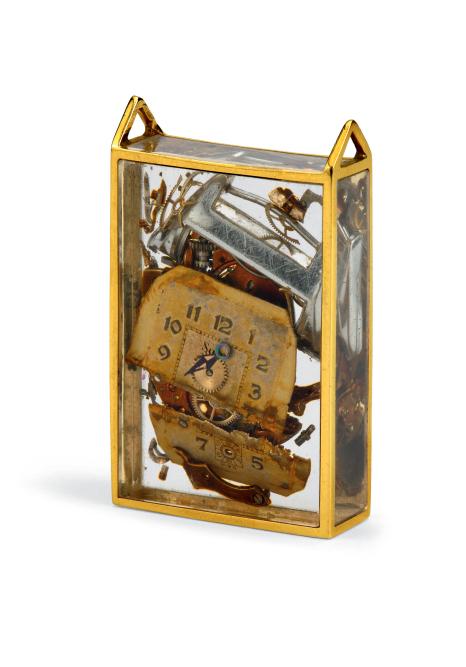 «Inclusion»(1972), pendentif à cadre en or et pièces de montre, collection Diane Venet.